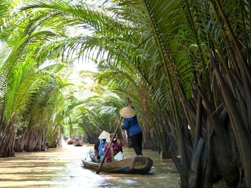 Boat-in-Mekong-delta-1