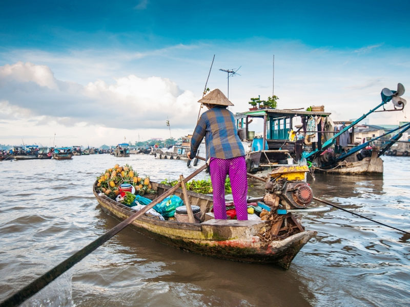 Cai-Be-Floating-Market-Mekong-Vietnam