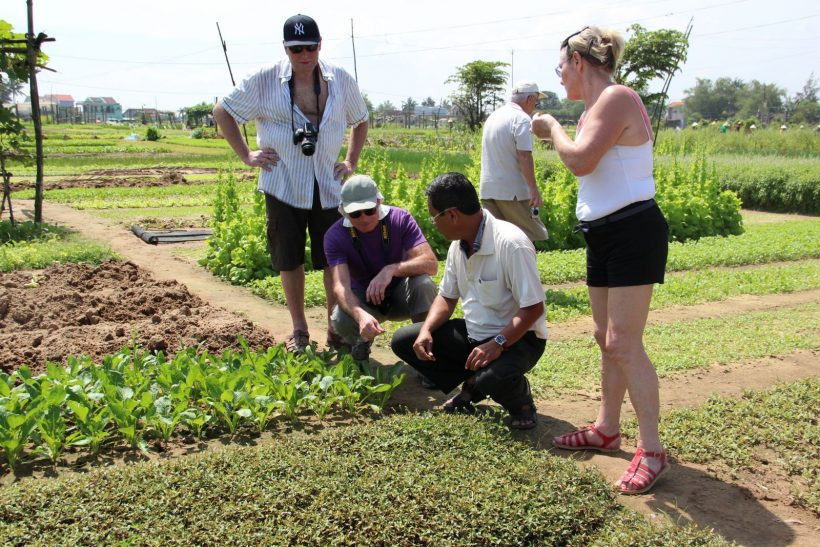 Cycling-to-Tra-Que-Herb-Village-Join-Cooking-class3