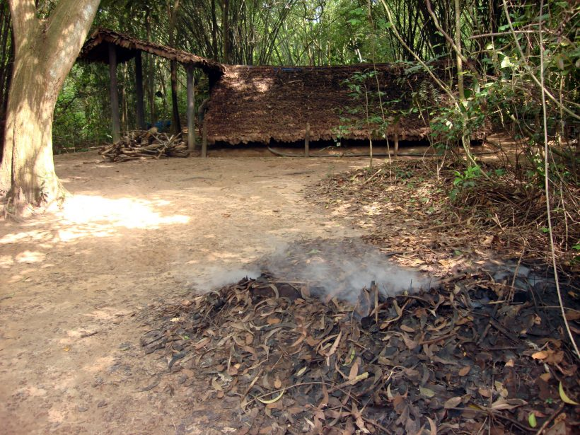 Lascar_Disguised_chimney_away_from_the_underground_kitchen_-_Cu_Chi_tunnels_(4607386303)