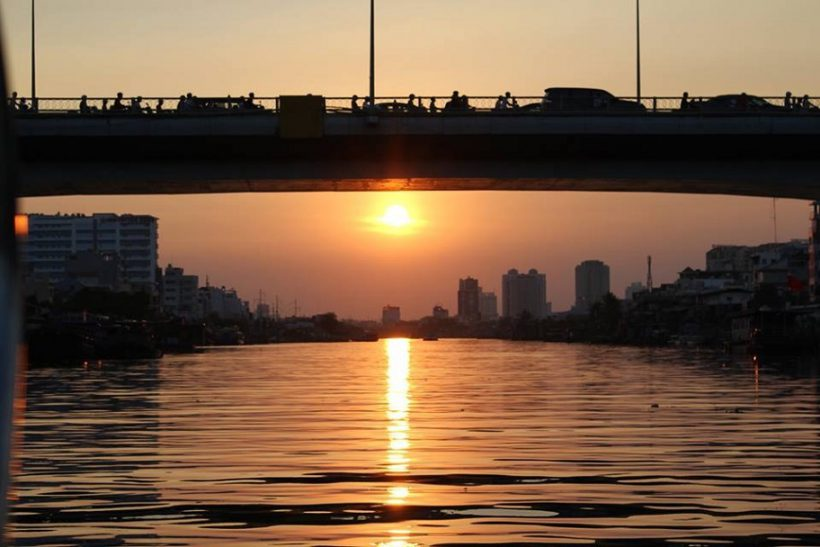 Sunset-city-Luxury-speed-boat-by-Saigon-River-Tour-1