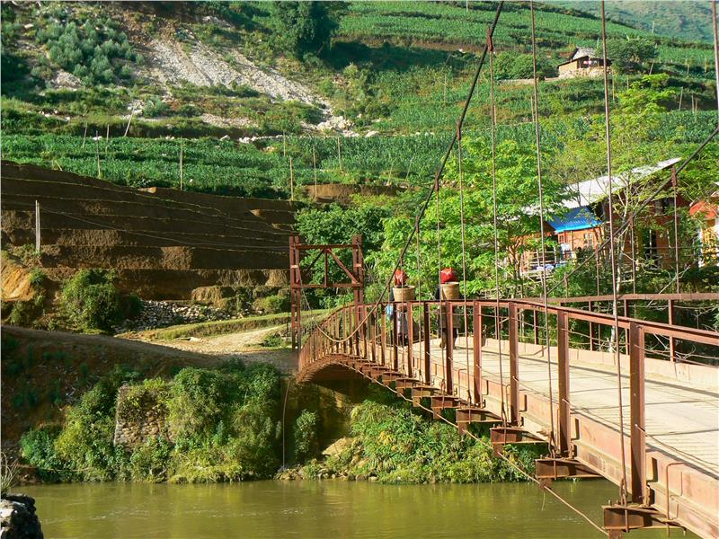 bridge-to-ta-van-village-395